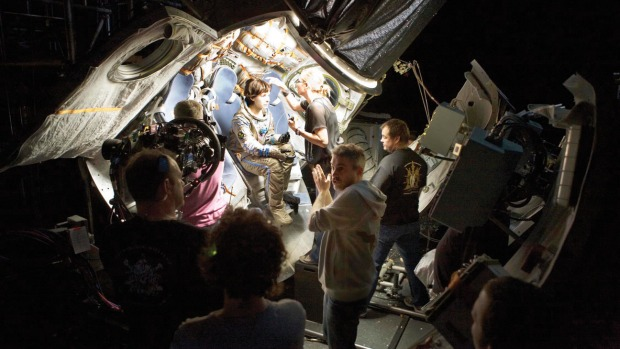 gravity_on_set_bullock_a_l
